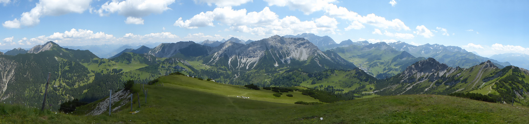 Panorama − View from Schönberg to Galinakopf (left), Ochsenkopf (Middle) and mountain range (rear right) with Augstenberg, Grauspitz and Falknis