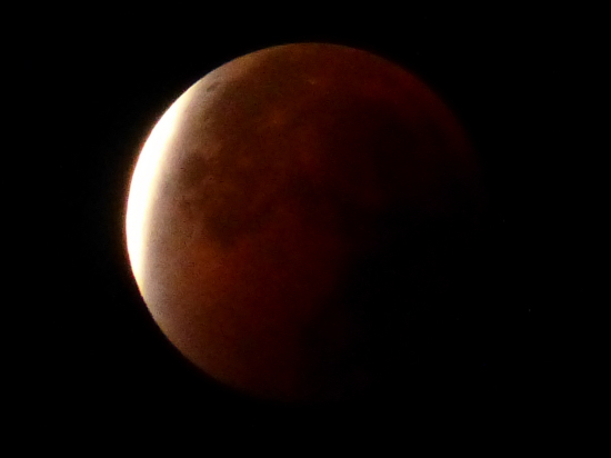 Total lunar eclipse 5 minutes after the end (0328 UTC)